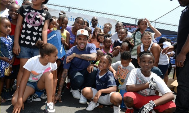 chris-brown-walk-everywhere-in-unity-shoes-event-11