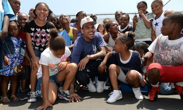 chris-brown-walk-everywhere-in-unity-shoes-event-13